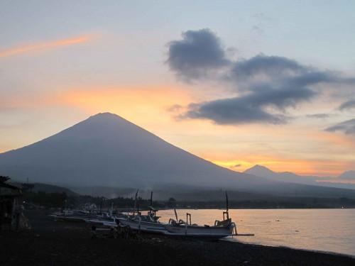 amazing-sunset-in-amed-balidiversity-sunset-cruise-ecotour