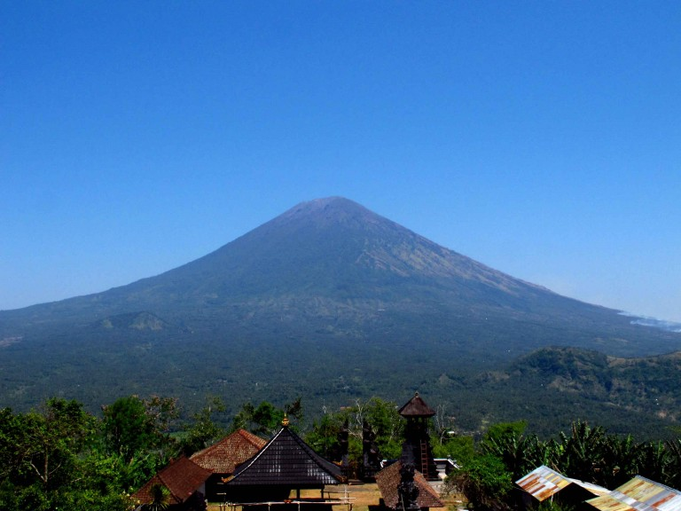 mount-agung-impressive-volcano-trekking-balidiversity-ecotour